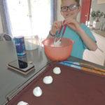 Pablo nous prépare de bonnes meringues